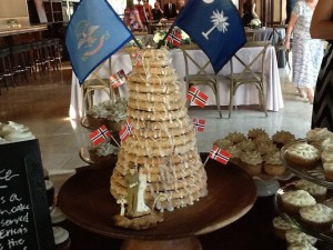 North and South happily joined in full Kransekake glory.